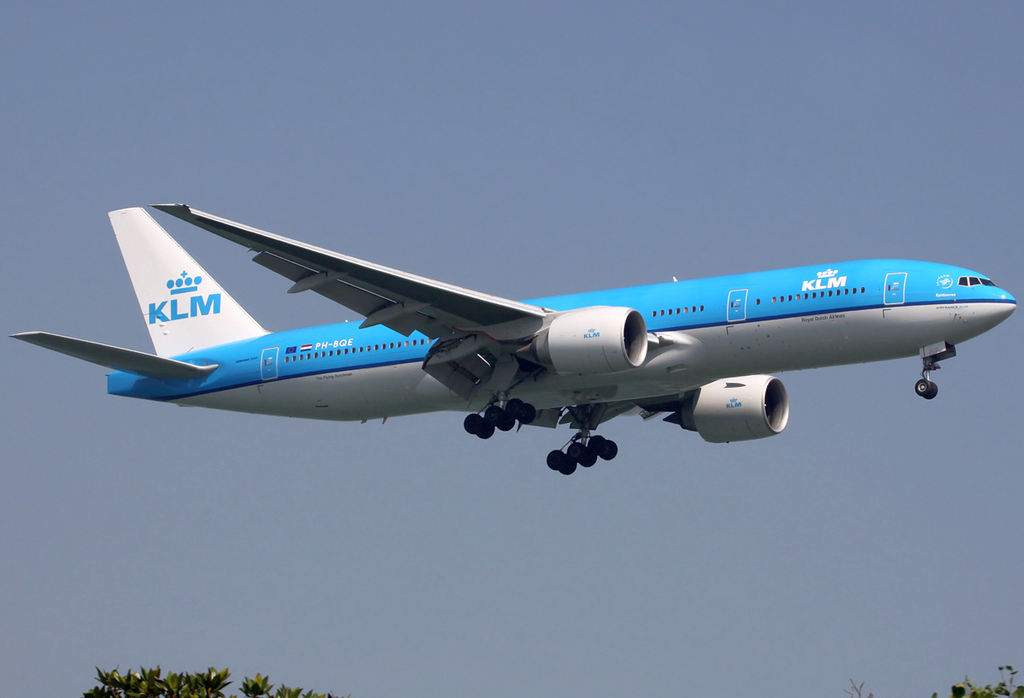 KLM PH BQE Boeing 777 206ER Epidaurus on short finals to Singapore Changi Airport