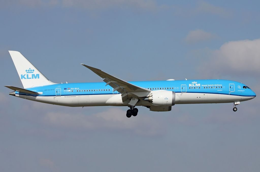 KLM Royal Dutch Airlines Boeing 787 9 Dreamliner PH BHA Carnation Anjer on finals into Amsterdam Schiphol Airport