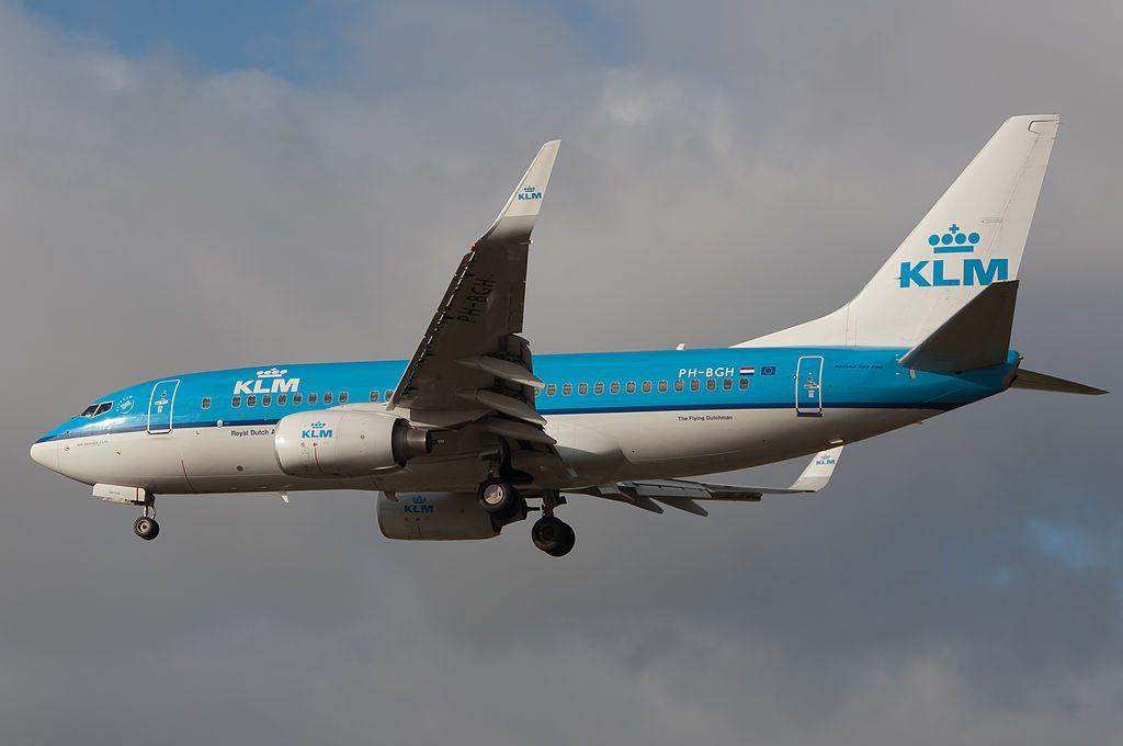 PH BGH Boeing 737 7K2 KLM Grutto Godwit landing at Schiphol