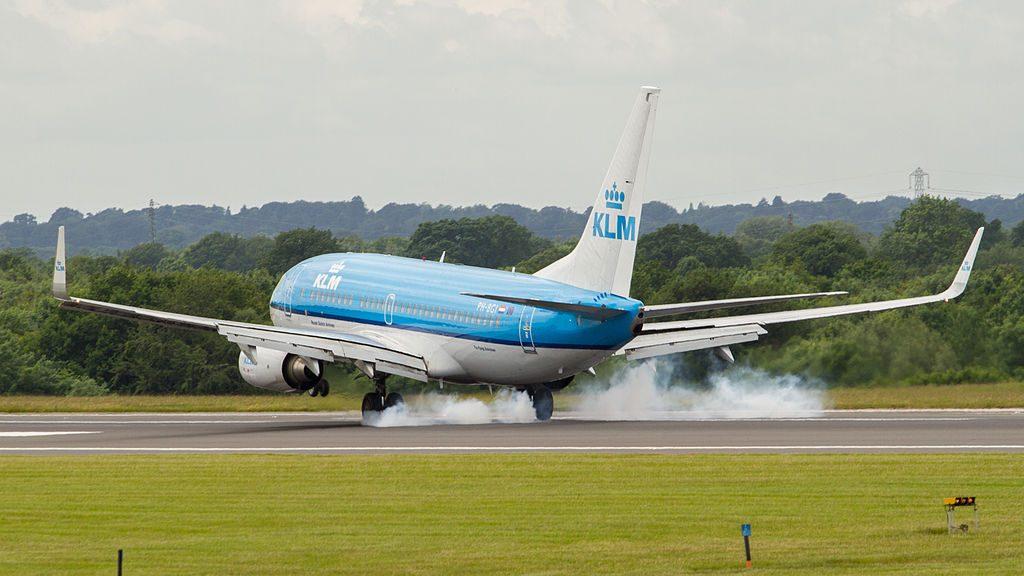 PH BGI Boeing 737 700 of KLM Vink Finch landing at Manchester Airport