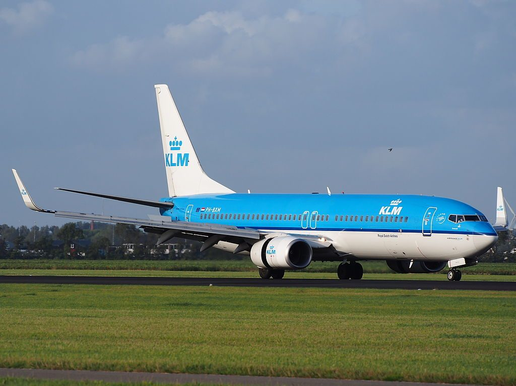 PH BXM KLM Royal Dutch Airlines Boeing 737 8K2WL Kluut Avocet landing at Schiphol