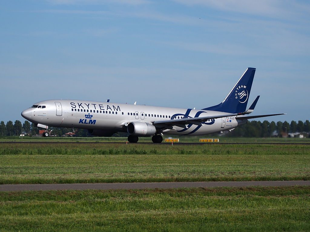 PH BXO KLM Royal Dutch Airlines Boeing 737 9K2WL SKYTEAM livery Plevier Plover takeoff from Schiphol