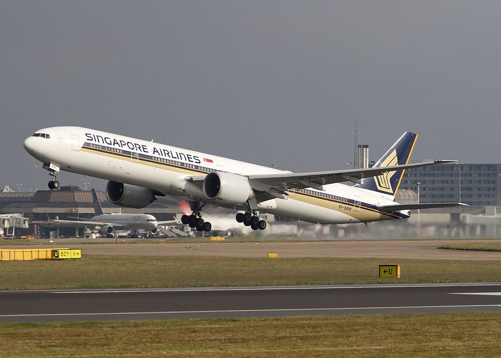 Singapore Airlines Boeing 777 200ER 9V SVM at Manchester Airport