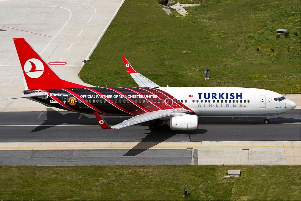 TC JFV Turkish Airlines Boeing 737 800 Akşehir Manchester United Livery