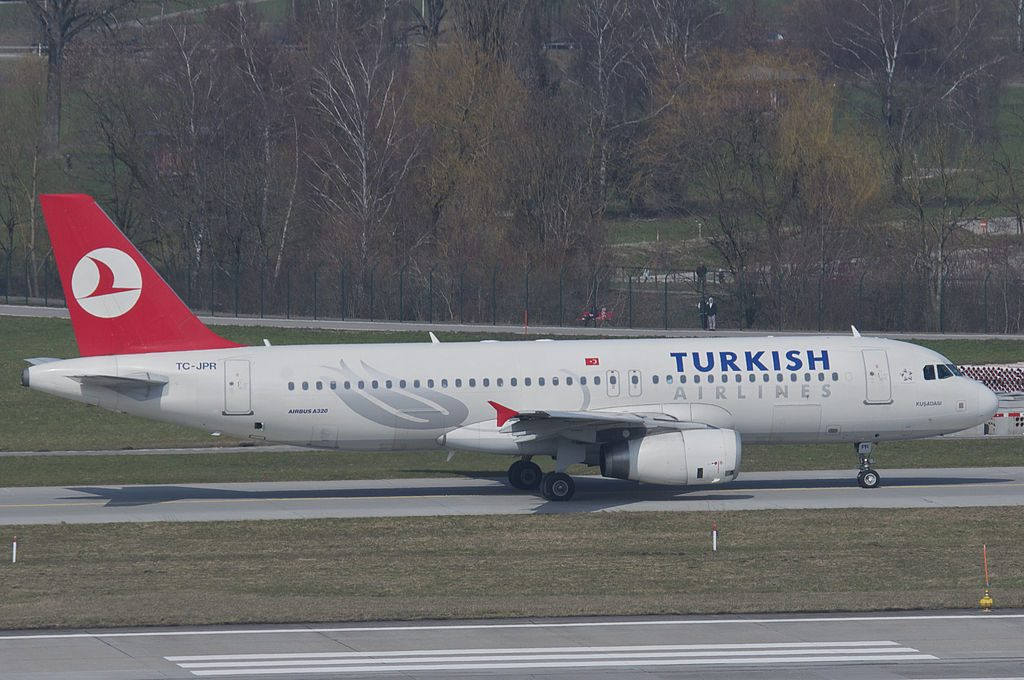 Turkish Airlines Airbus A320 232 TC JPR Kuşadası at Zurich International Airport ZRH
