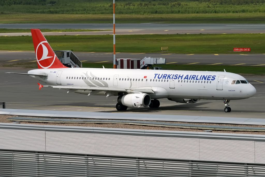 Turkish Airlines TC JMK Airbus A321 231 Üsküdar at Helsinki Vantaa Airport