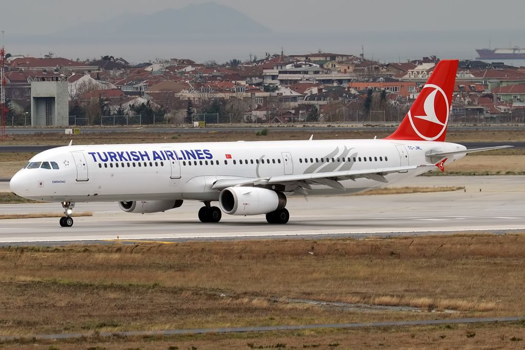 Turkish Airlines TC JML Airbus A321 231 Eminönü at Istanbul Atatürk Airport