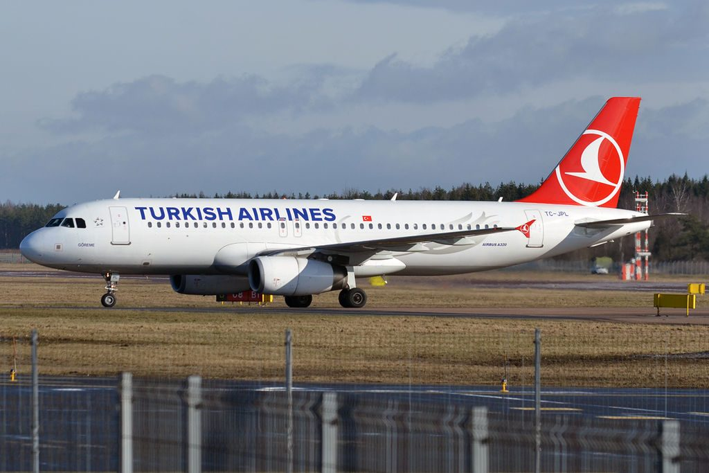 Turkish Airlines TC JPL Airbus A320 232 Göreme at Tallinn Airport