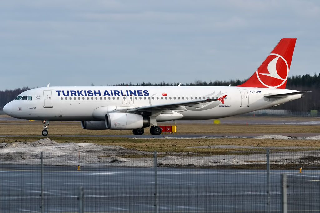 Turkish Airlines TC JPM Airbus A320 232 Harput at Tallinn Airport