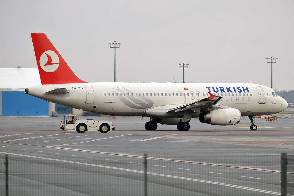 Turkish Airlines TC JPT Airbus A320 232 Ihlara at Tallinn Airport