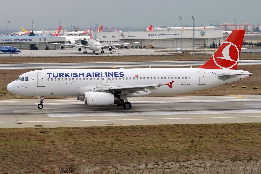Turkish Airlines TC JUE Airbus A320 232 Akhisar at Istanbul Atatürk Airport