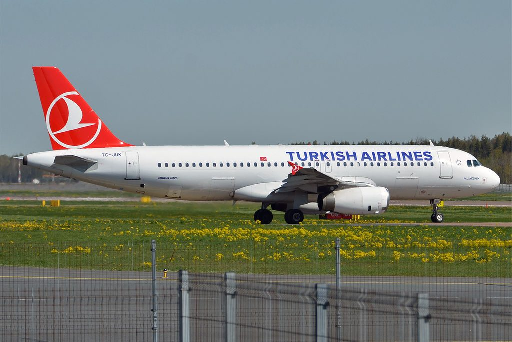 Turkish Airlines TC JUK Airbus A320 232 Palandöken at Tallinn Airport