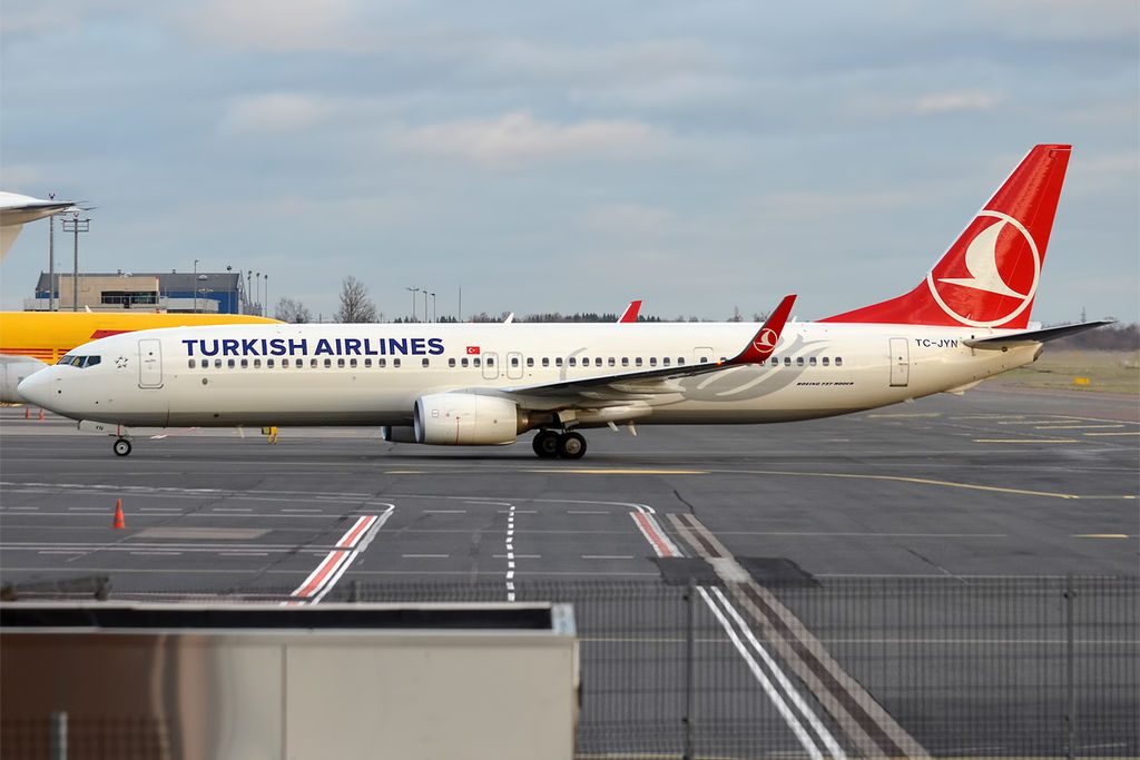 Turkish Airlines TC JYN Boeing 737 9F2ER Kanlıca at Tallinn Airport