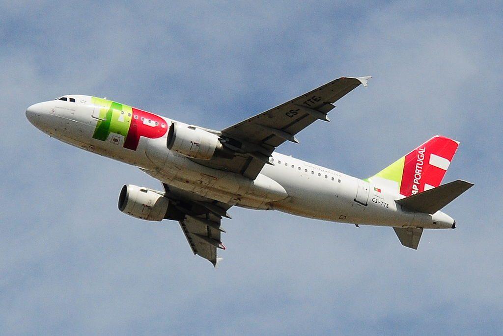 Airbus A319 111 TAP Air Portugal CS TTE Francisco d'Ollanda taking off from London Heathrow airport