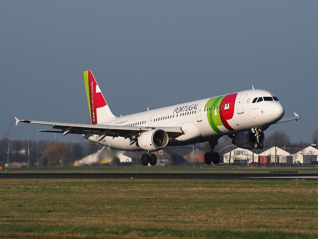 CS TJG Airbus A321 211 TAP Portugal Amalia Rodrigues landing at AMS Amsterdam Schiphol