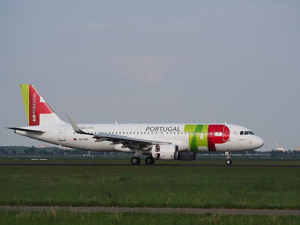 CS TNV TAP Air Portugal Airbus A320 214WL Grão Vasco landing at Schiphol