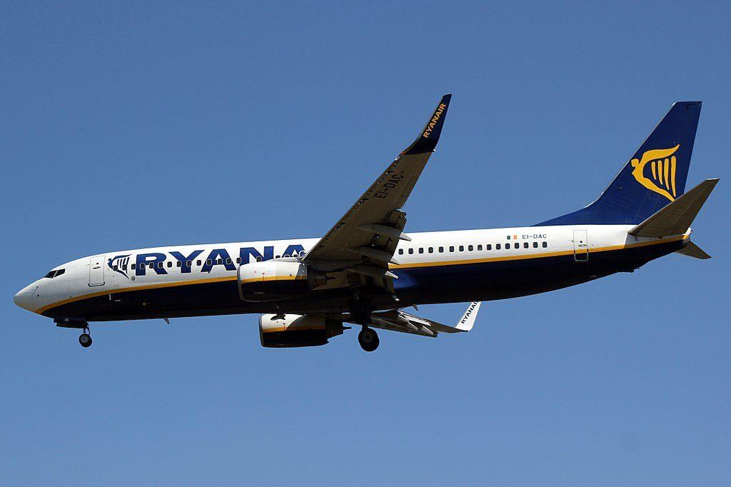 EI DAC Boeing 737 8ASWL of Ryanair at Santiago de Compostela Airport