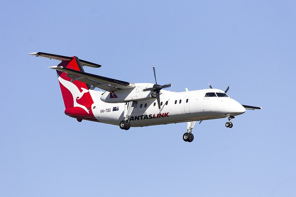 Eastern Australia Airlines QantasLink VH TQG Pixie Rourke de Havilland Canada DHC 8 201 approach runway 25 at Sydney Airport