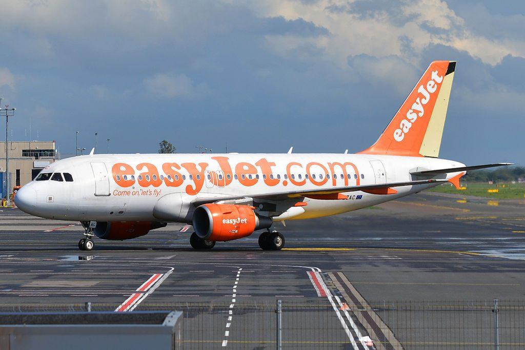 EasyJet G EZAC Airbus A319 111 at Tallinn Airport