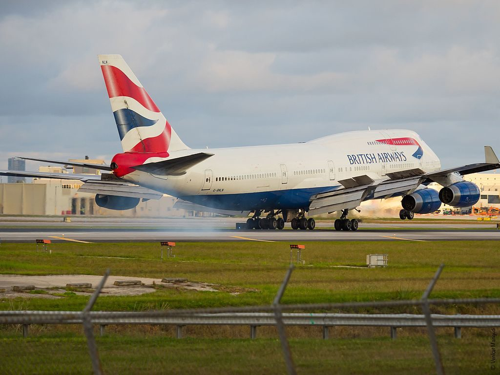 G BNLN Boeing 747 400 of British Airways hard landing at Miami International Airport
