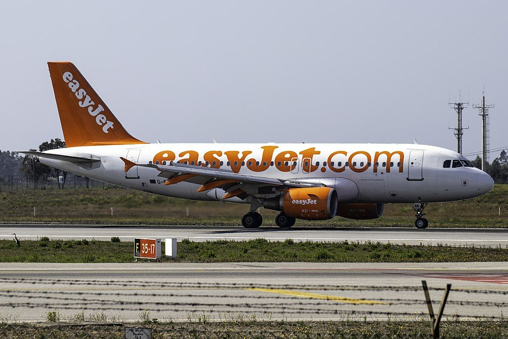 G EZAK Airbus A319 100 of EasyJet at Porto International Airport