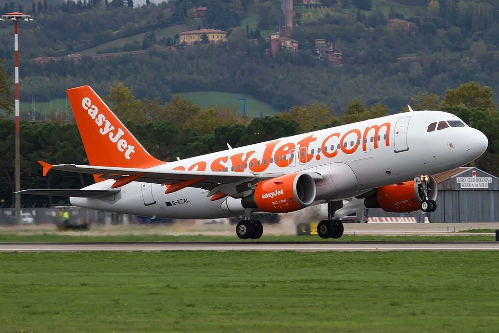 G EZAL Airbus A319 111 easyJet at Bologna Guglielmo Marconi Airport
