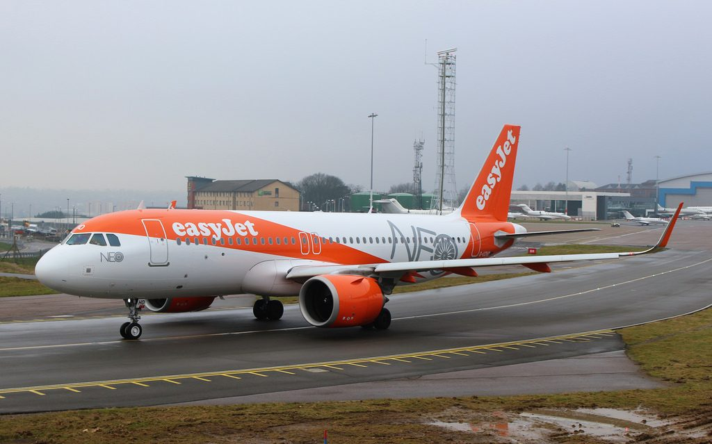 G UZHD Airbus A320 251N EasyJet at London Luton Airport