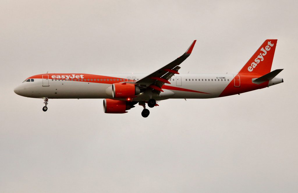 G UZME Airbus A321 251NX Easyjet at London Gatwick Airport