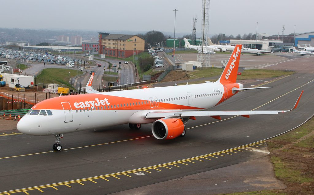 G UZME Airbus A321 251NX Easyjet at London Luton Airport
