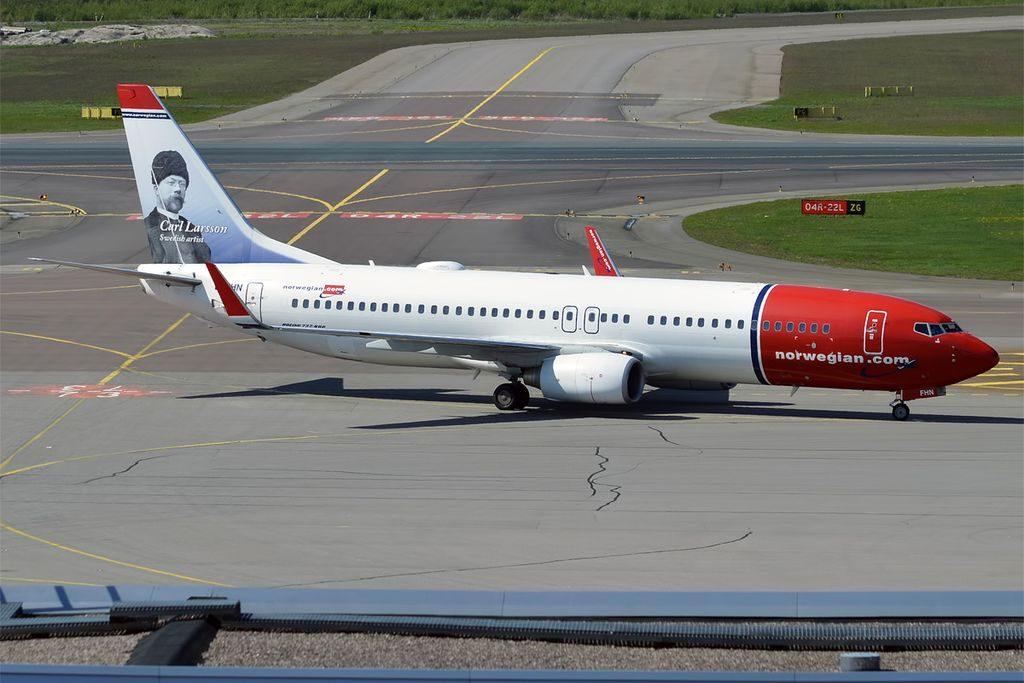 Norwegian EI FHN Boeing 737 8JPWL Carl Larsson at Helsinki Vantaa Airport