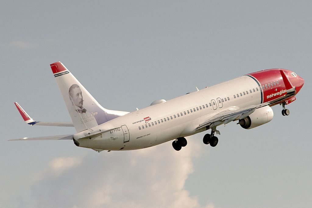 Norwegian EI FHU Boeing 737 8JPWL Anders Zorn at Bilbao Airport