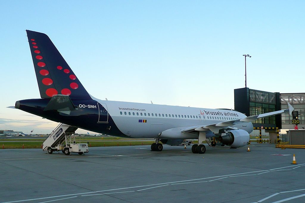 OO SNH Airbus A320 214 of Brussels Airlines at London Heathrow Airport