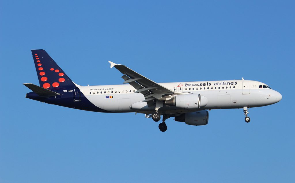 OO SNI Airbus A320 214 Brussels Airlines at London Heathrow Airport