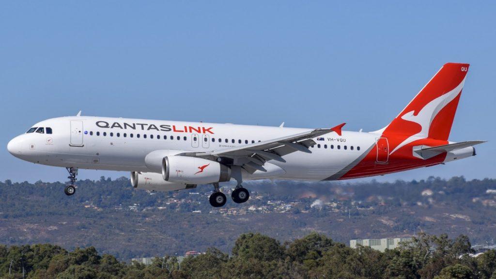 QantasLink Airbus A320 232 VH VQU River Red Gum