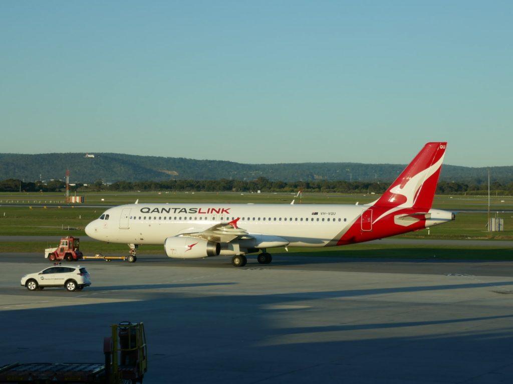 QantasLink Airbus A320 232 VH VQU River Red Gum Photos