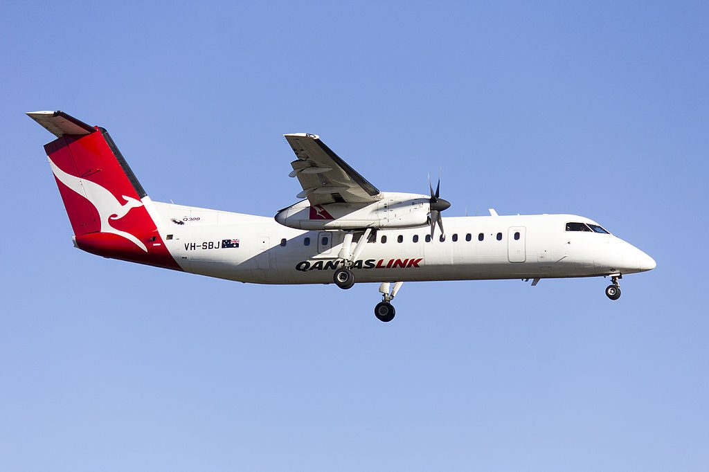 QantasLink Eastern Australia Airlines VH SBJ de Havilland Canada DHC 8 315Q Griffith approach runway 25 at Sydney Airport