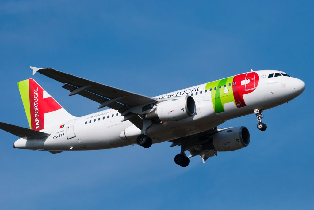 TAP Air Portugal CS TTB Airbus A319 111 Gago Coutinho arriving at London Heathrow