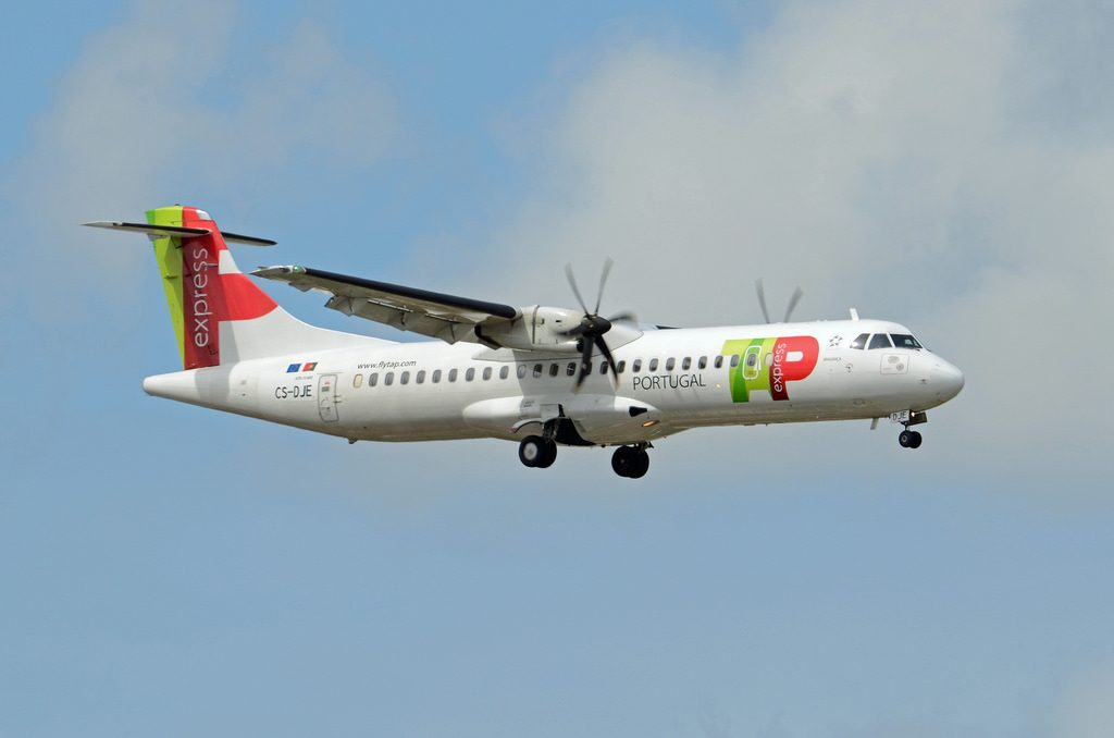 TAP Express White Airways ATR 72 600 CS DJE Bragança final approach at Lisbon Airport