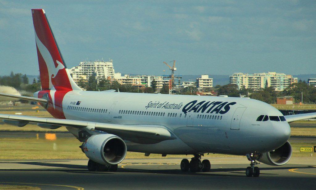 VH EBE Qantas QF422 MEL SYD Airbus A330 202 Kangaroo Valley
