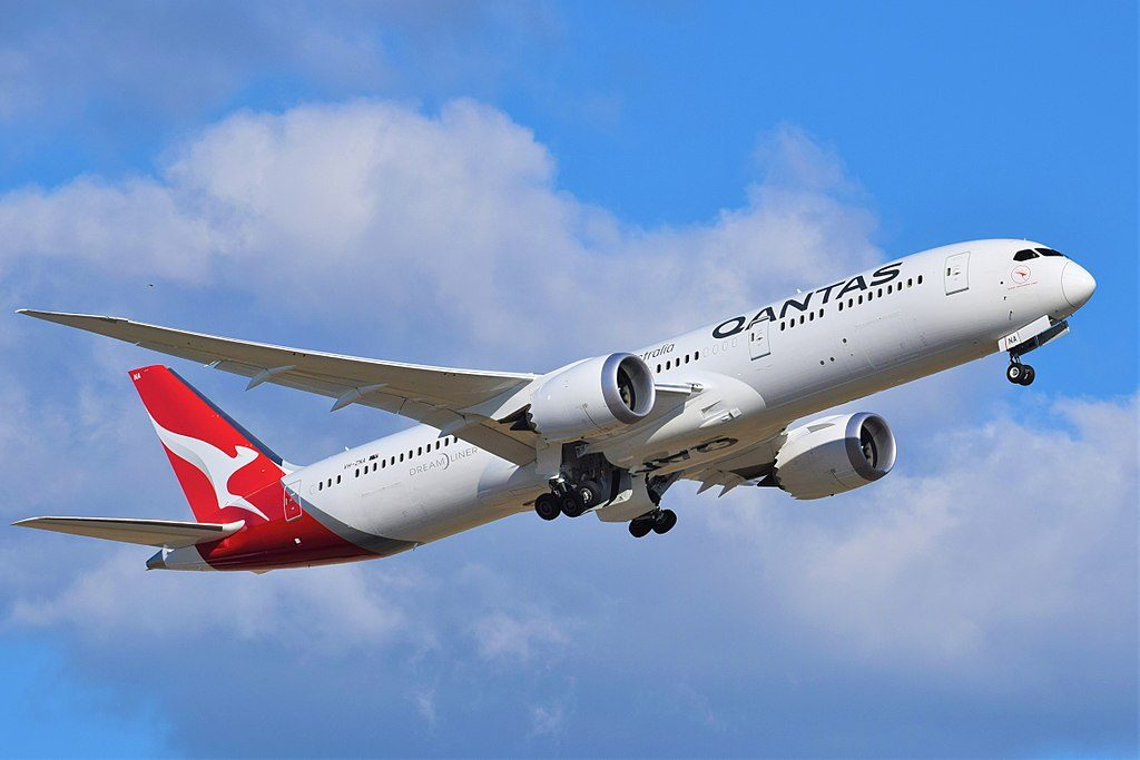 VH ZNA Qantas Boeing 787 9 Dreamliner Great Southern Land departing Adelaide