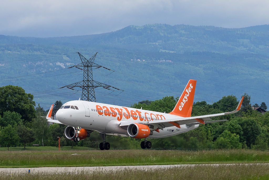 easyJet G EZOI Airbus A320 214 Sharklets at Geneva International Airport