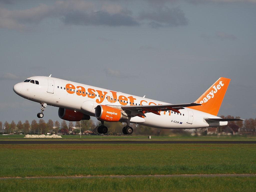 easyJet G EZUK Wayne Fisher Airbus A320 214 takeoff from Polderbaan Schiphol