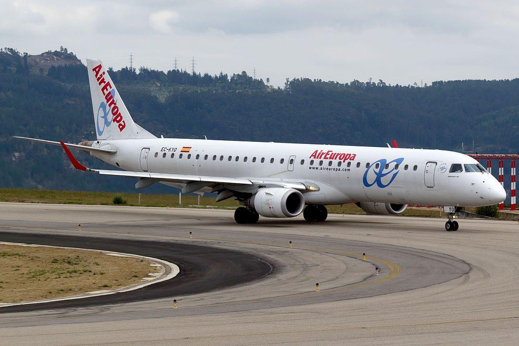 EC KYO Embraer 195 Air Europa Express at Vigo Airport