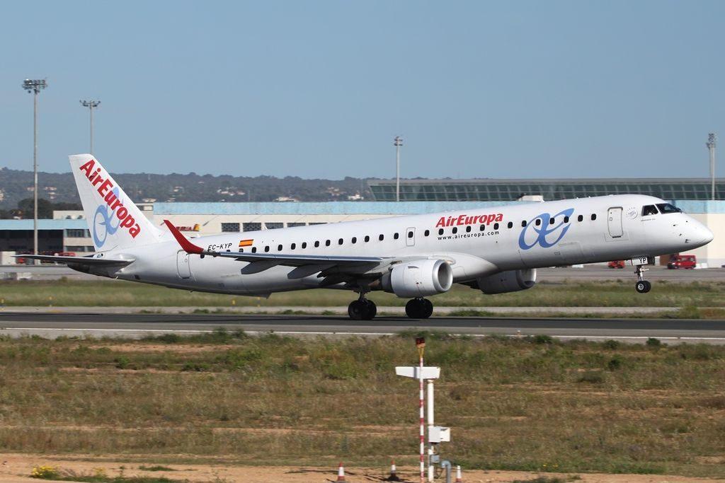 Embraer ERJ 195 200LR Air Europa EC KYP at PMI Palma de Mallorca