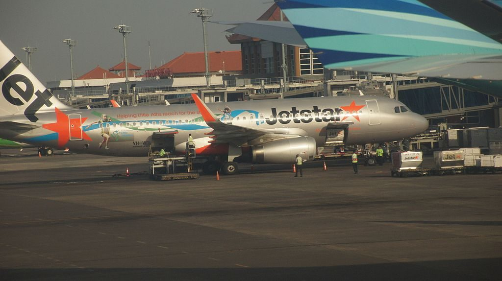 Jetstar Airbus A320 232 VH VFL at Ngurah Rai International Airport