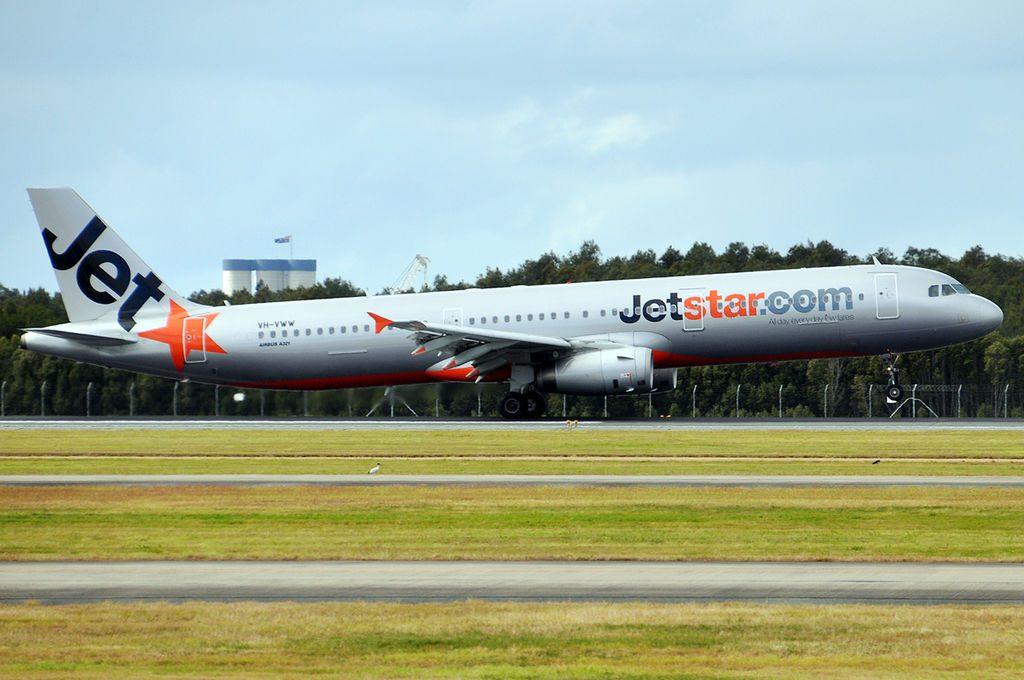 Jetstar Airways Airbus A321 231 VH VWW at Brisbane Airport