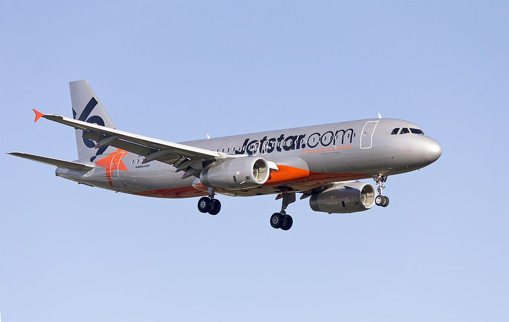 Jetstar VH VFH Airbus A320 232 on approach to runway 25 at Sydney Airport