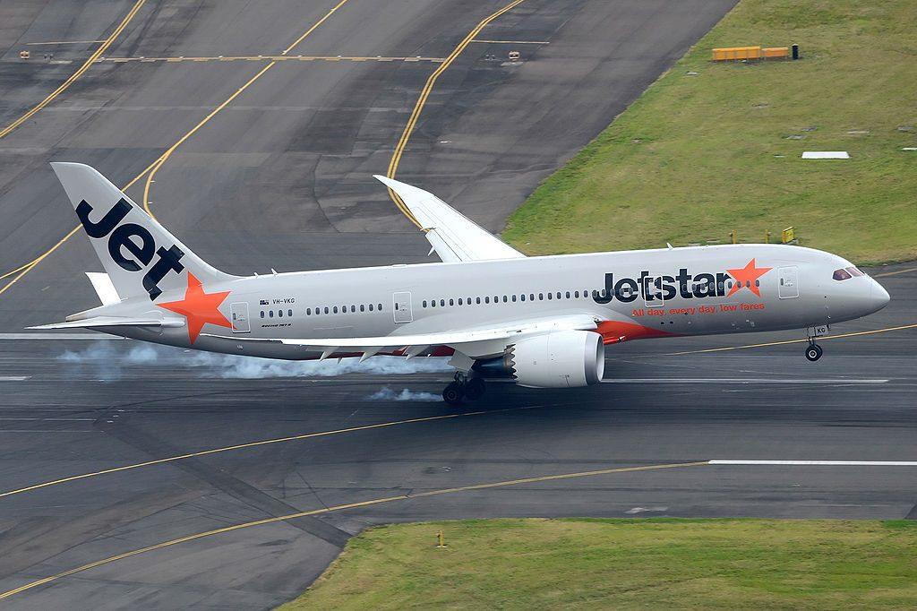 VH VKG Jetstar Boeing 787 8 Dreamliner landing at Sydney Airport