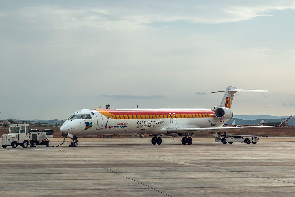 Air Nostrum Iberia Regional EC LJT Bombardier CL 600 2E25 CRJ 1000 at València Airport