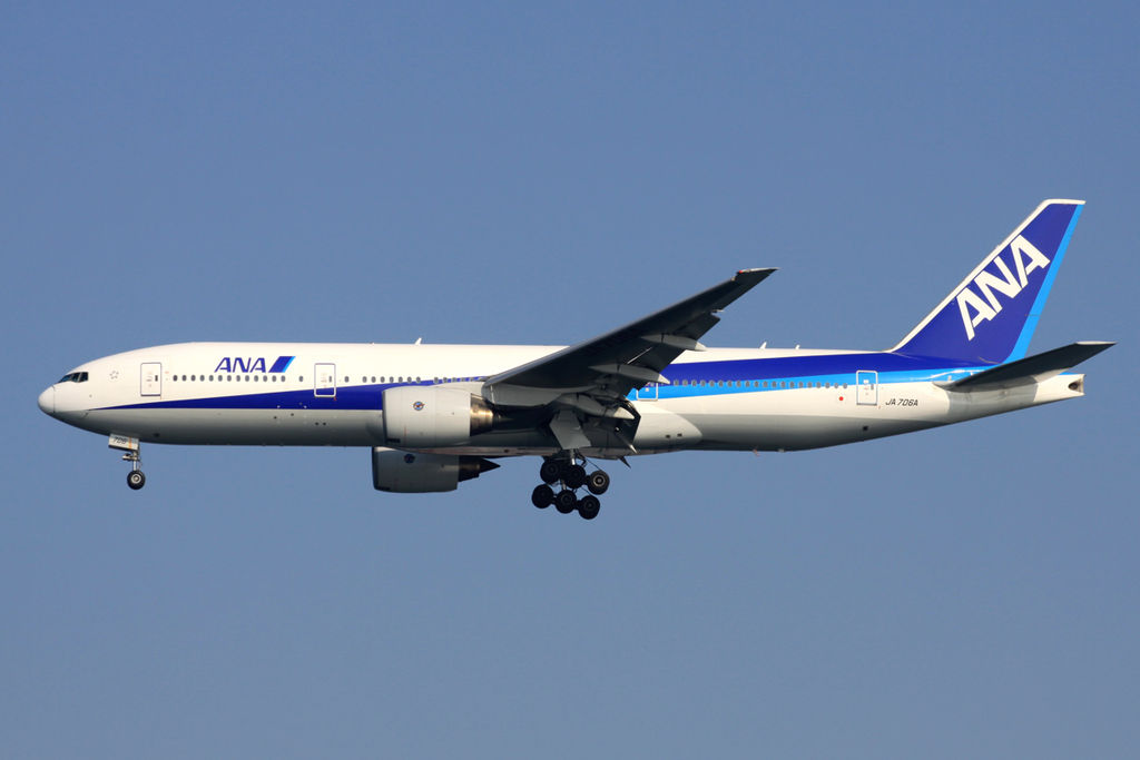 Boeing 777 281 All Nippon Airways ANA JA706A Final approach to Runway 34L Tokyo International Airport